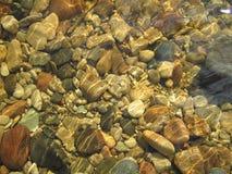河床河石头 免版税库存照片