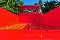 河床董事会楼层红色攀爬卡车木头 库存图片