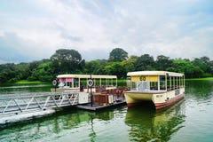 河徒步旅行队新加坡小船乘驾 图库摄影