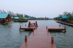 河旁边村庄 免版税图库摄影