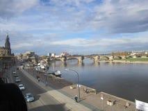 河易北河和奥古斯都桥梁,德累斯顿,德国的看法 图库摄影