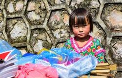 河江市,越南, 2015年11月8日Hmong种族孩子,河江市高地越南 免版税库存图片