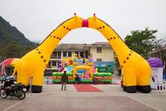 河江市,越南- 2016年2月15日:公开儿童操场在河江市市 库存图片