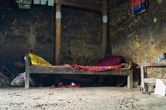 河江市,越南- 2016年2月13日:在H ` mong房子里面的内部 少数种族家庭收入是非常低的 库存图片