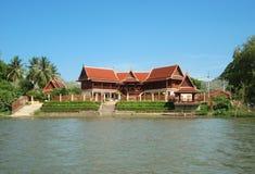 河河沿的泰国家  库存照片