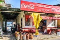 河沿商店在加勒比镇,利文斯通,危地马拉 免版税图库摄影