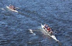 河沿小船俱乐部R和联合小船棍打L种族 免版税图库摄影