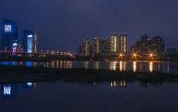河沿的夜 免版税图库摄影