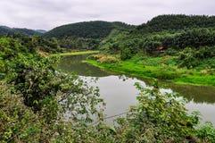 河沿风景在Luang Nam Tha,老挝 免版税库存照片
