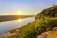 河沿风景视图 免版税库存照片