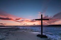 河沿黎明十字架 库存图片
