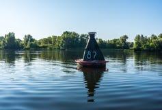 河浮体和水安静的表面  免版税库存照片