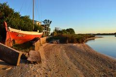 河海岸在Canelones乌拉圭 免版税库存图片