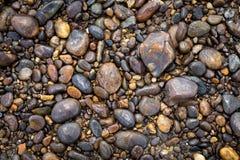 从河海滩的自然圆的石头 免版税图库摄影