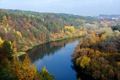 河涅里斯河在维尔纽斯,立陶宛,欧洲的首都 免版税库存照片