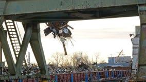 河港口起重机在工作 股票视频