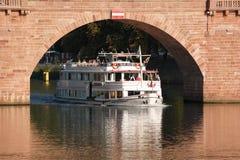 河游轮在海得尔堡,德国 图库摄影