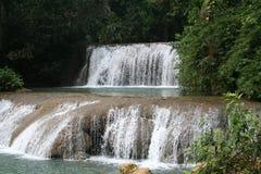 河瀑布ys 免版税库存图片