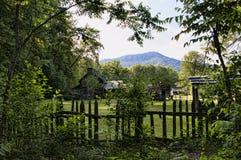 河由伟大的Smokey山国家公园美国访客中心负责 库存图片