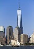 从河的世界贸易中心一号大楼视图 免版税图库摄影