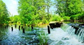 河的全景有瀑布的 库存图片