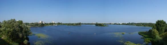 河的全景 库存图片