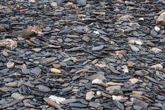 从河的圆的小卵石石头 库存图片