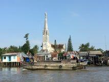 河的教会 库存图片