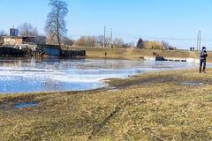河的春天溢出在切尔尼戈夫,乌克兰  2018年4月, 免版税库存照片