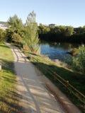 河的步行 库存图片