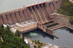 河的水电站 库存图片