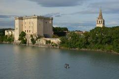 河的罗讷渔夫在城堡Tarascon下 免版税库存图片