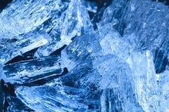 从河的美丽的冰看起来象珍贵的水晶 免版税图库摄影
