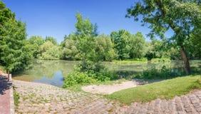 河的马恩省海岛,被命名Val de马恩省的小的威尼斯在巴黎和克雷泰伊法国附近 库存图片