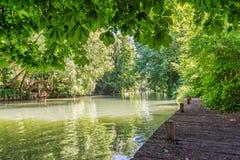 河的马恩省海岛,被命名Val de马恩省的小的威尼斯在巴黎和克雷泰伊法国附近 免版税库存图片