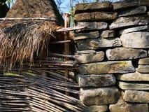 河石头、枝杈和芦苇篱芭  免版税库存图片