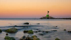 河维斯瓦河的嘴 在海岸和保护墙壁上的防堤 免版税库存照片