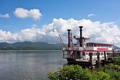 河罗斯巡航小船 库存照片