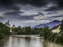河莱赫在有历史的教会和阿尔卑斯的菲森 免版税库存图片