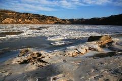 河被解冻的黄色 免版税库存照片