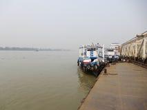 河视图和轮渡乘驾 库存照片