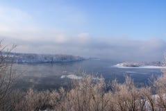 河风景在冬天 免版税库存图片