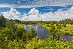 河风景在夏天和蓝天 库存图片