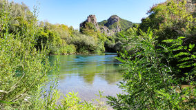 河风景-采廷娜在克罗地亚 免版税库存照片