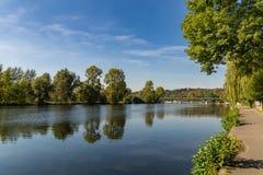 河鲁尔的河岸在Muelheim,德国附近的 库存图片