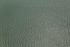 河水反射太阳 免版税库存图片