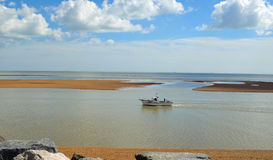 河Deben的出海口费利克斯托轮渡的 免版税库存照片