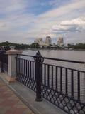 河Iset的堤防 叶卡捷琳堡市 斯维尔德洛夫斯克reg 库存图片