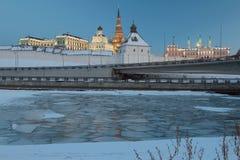 河Kazanka和喀山克里姆林宫 鞑靼斯坦共和国,俄罗斯 免版税库存图片