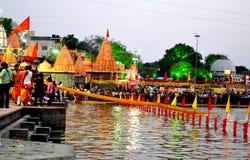 河kshipra晚上场面在simhasth伟大的kumbh mela 2016年, Ujjain印度期间的 免版税图库摄影